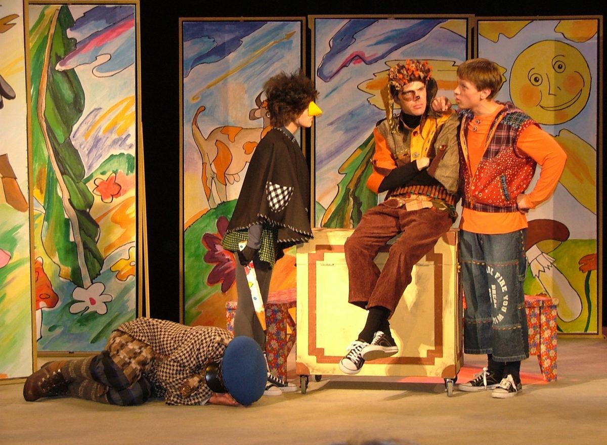 Астраханцев приглашают провести семейный вечер в театре