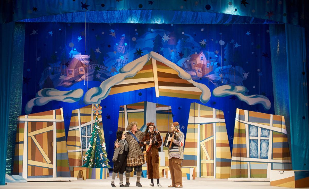 Астраханцы посетили новогоднюю премьеру в ТЮЗе