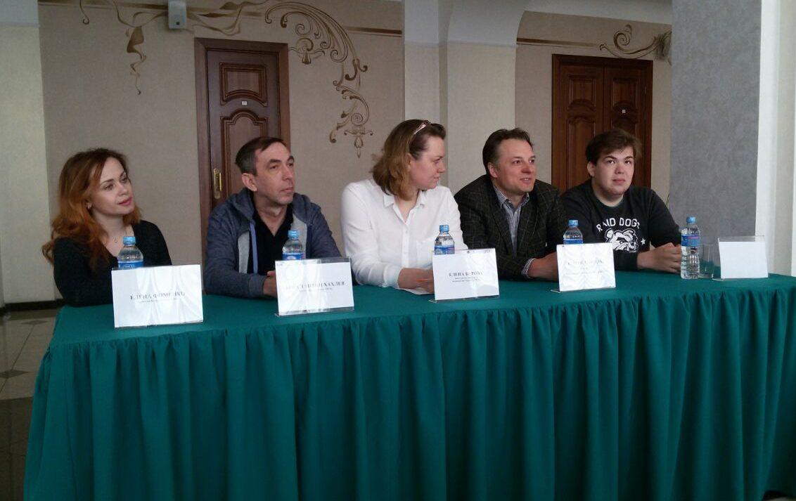 Астраханские актеры ответили на вопросы томских журналистов