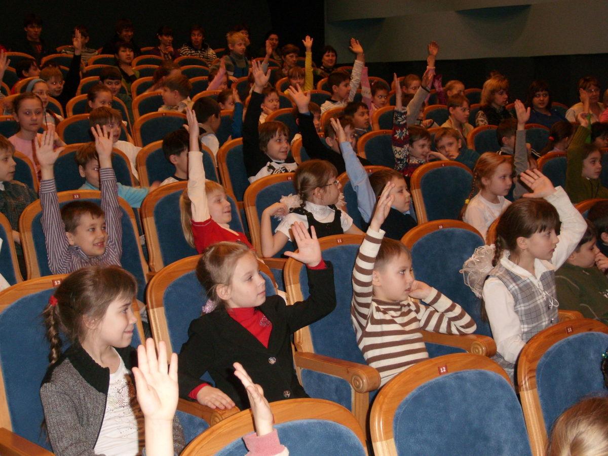 Астраханцев приглашают на День защиты детей в театр
