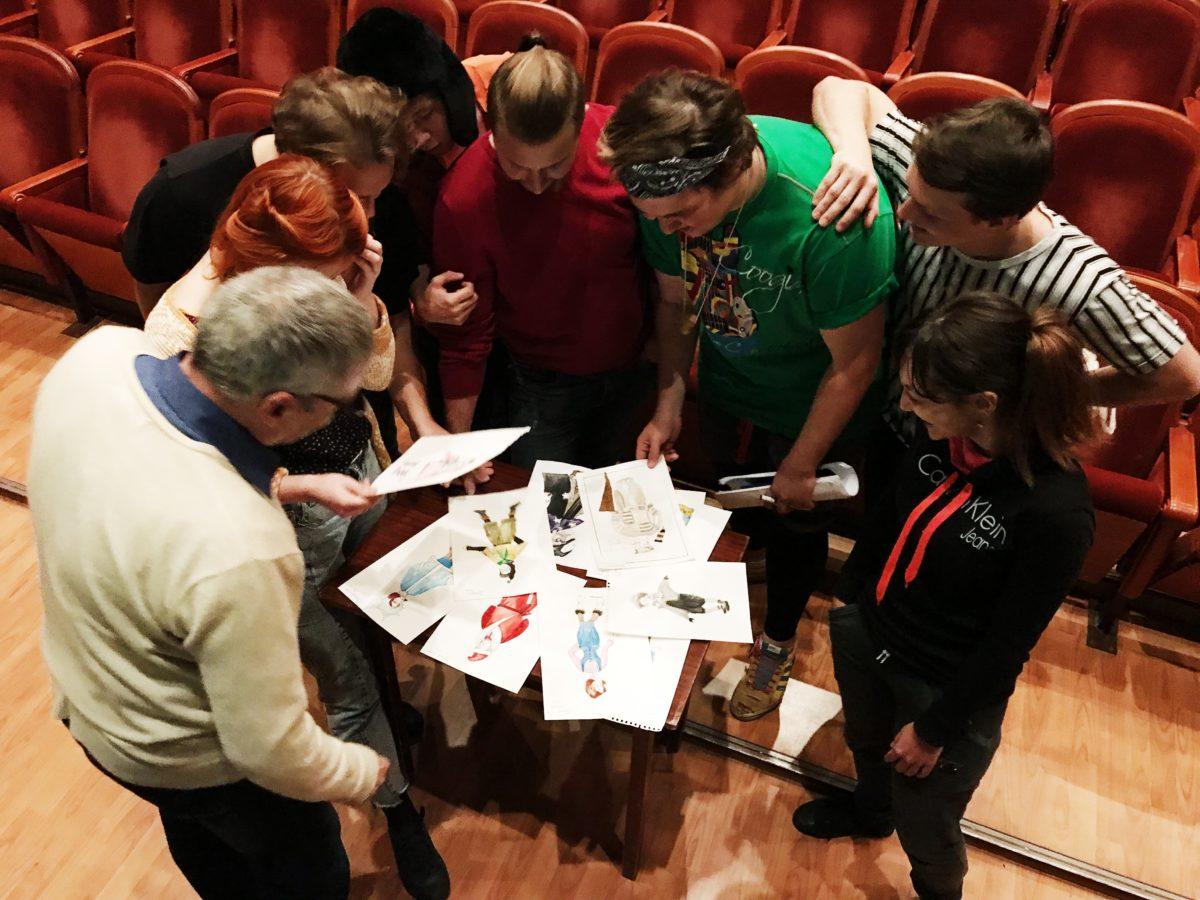 Новогодняя кампания продолжается: в театре приступили к созданию костюмов