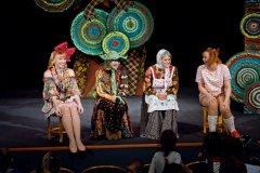 Все «вверх тормашками»: юные астраханцы задали вопросы актерам