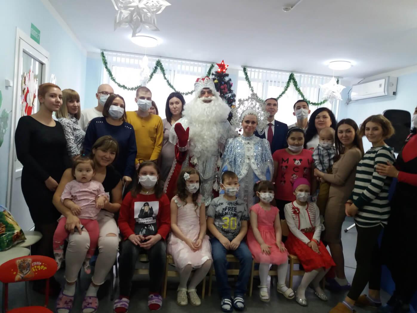 Актеры ТЮЗа поздравляют детей с Новым годом