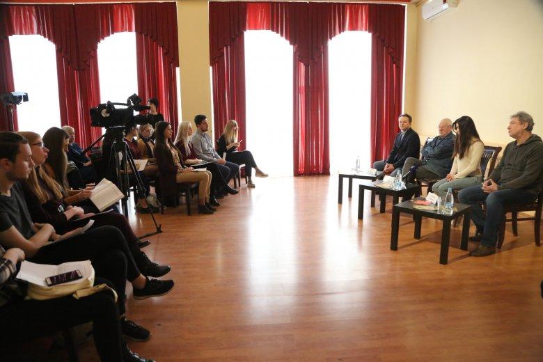 Астраханским СМИ рассказали о ходе подготовки премьерного спектакля «Повести Белкина» в ТЮЗе